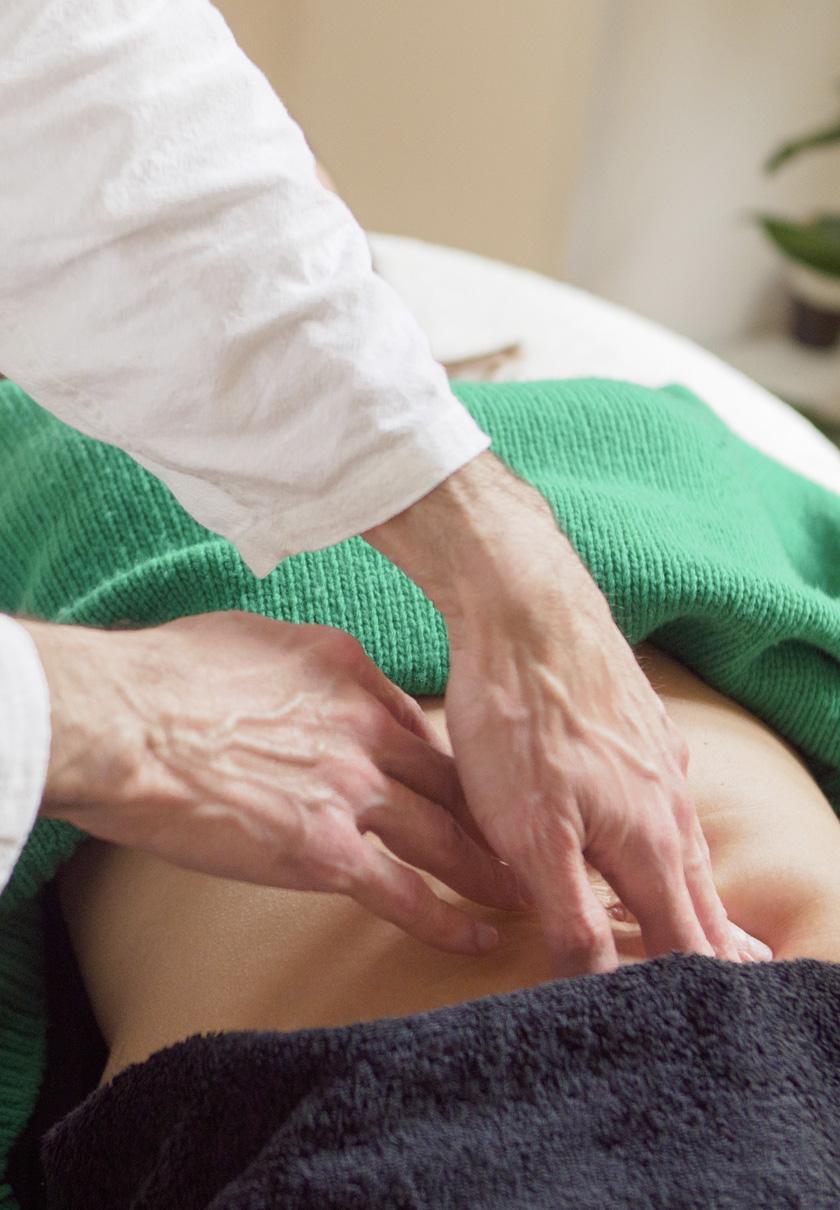 Pratique d'un massage ventral chi nei tsang