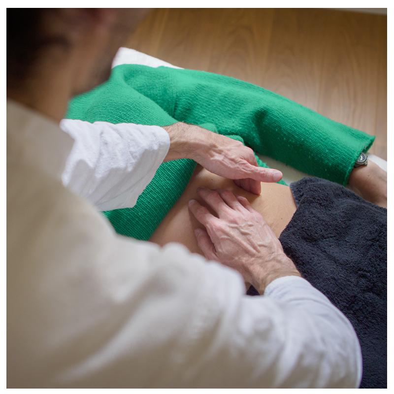 Photographie d'un massage Chi Nei Tsang à Chantilly